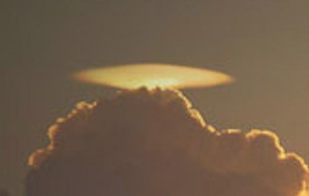 OVNI o nube con forma de ovni causa espectación en una ciudad al sur de China