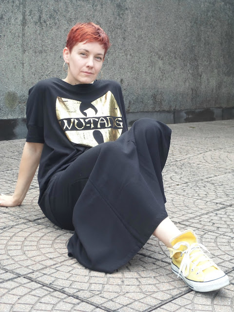 Hanging out. Wearing a simple maxi dress, yellow converse all stars with flap turned over, Wu-Tang band shirt | Funky Jungle - From Caterpillar to Butterfly