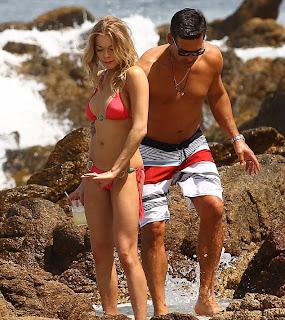 LeAnn Rimes Bikini, LeAnn Rimes Beach