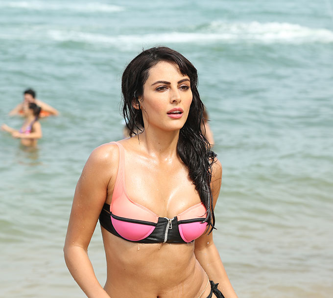 mandana karimi hot bikini beach photo