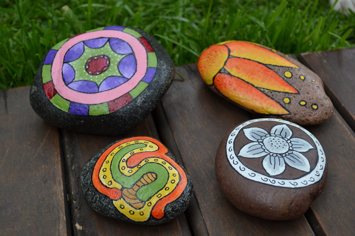 Almacen de decoraci n piedras pintadas for Piedras pequenas para decorar