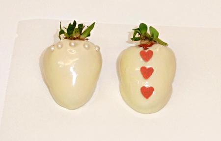 Himmlische s igkeiten erdbeeren in wei er schokolade als for Dekoration erdbeeren