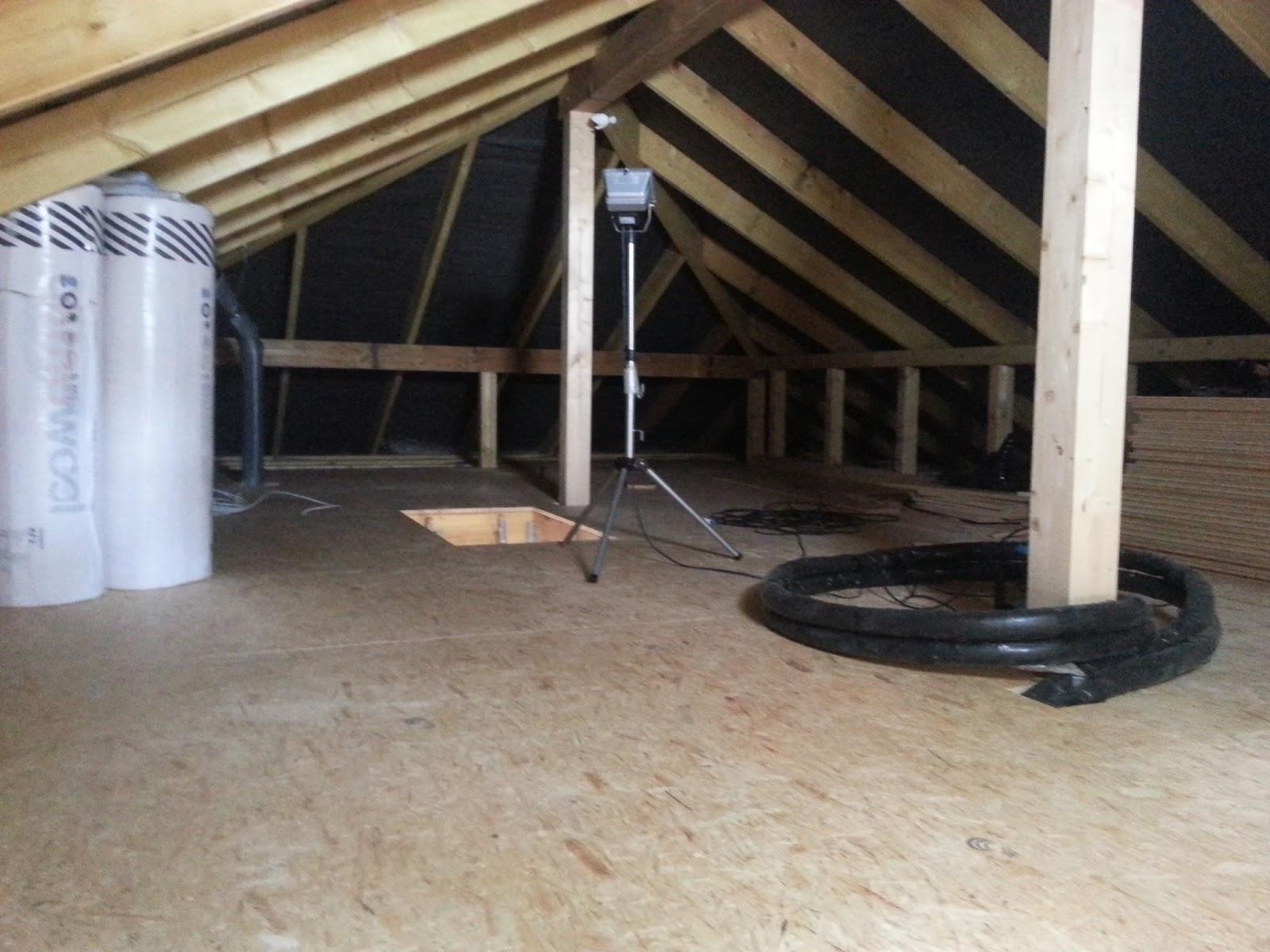 aileen und patrick bauen dachboden dampfsperre lattung regenrinne. Black Bedroom Furniture Sets. Home Design Ideas