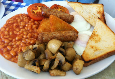 beans mushrooms toast eggs sausages hash brown tomato fry up food