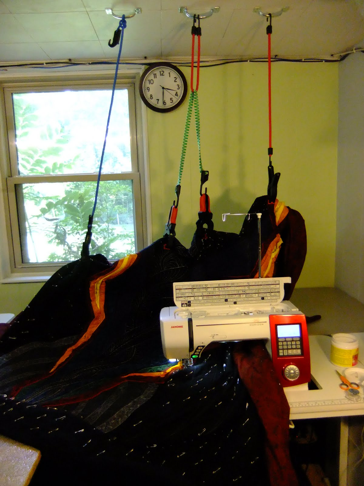 The Free Motion Quilting Project: Quilt too Big? Hang it Up! : machine quilting a large quilt - Adamdwight.com