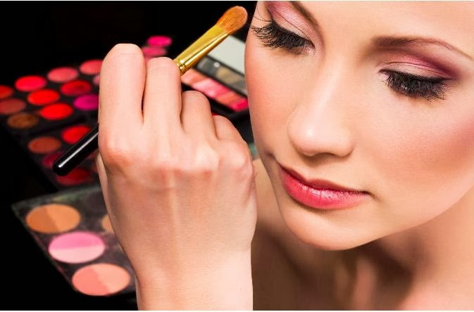 9 Cara Make Up Natural Sesuai Warna Kulit