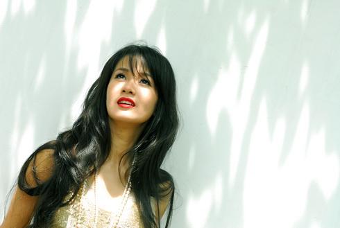 Vietnamese Singer Hong Nhung
