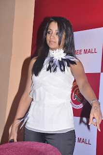 trisha  stills ramee launch (17).Blogspot