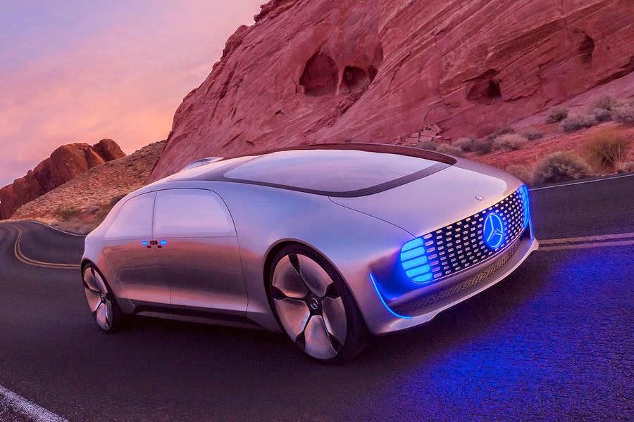 فيديو: سيارة المستقبل سيارة مرسيدس اف 015 لوكسوري ان موشن 2015 الاختبارية