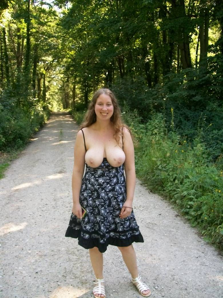 Lovely Amateur Chubby Wife Flashing Body In Woods