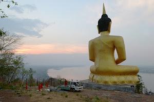 Паксе. Прогулка к Будде на холме