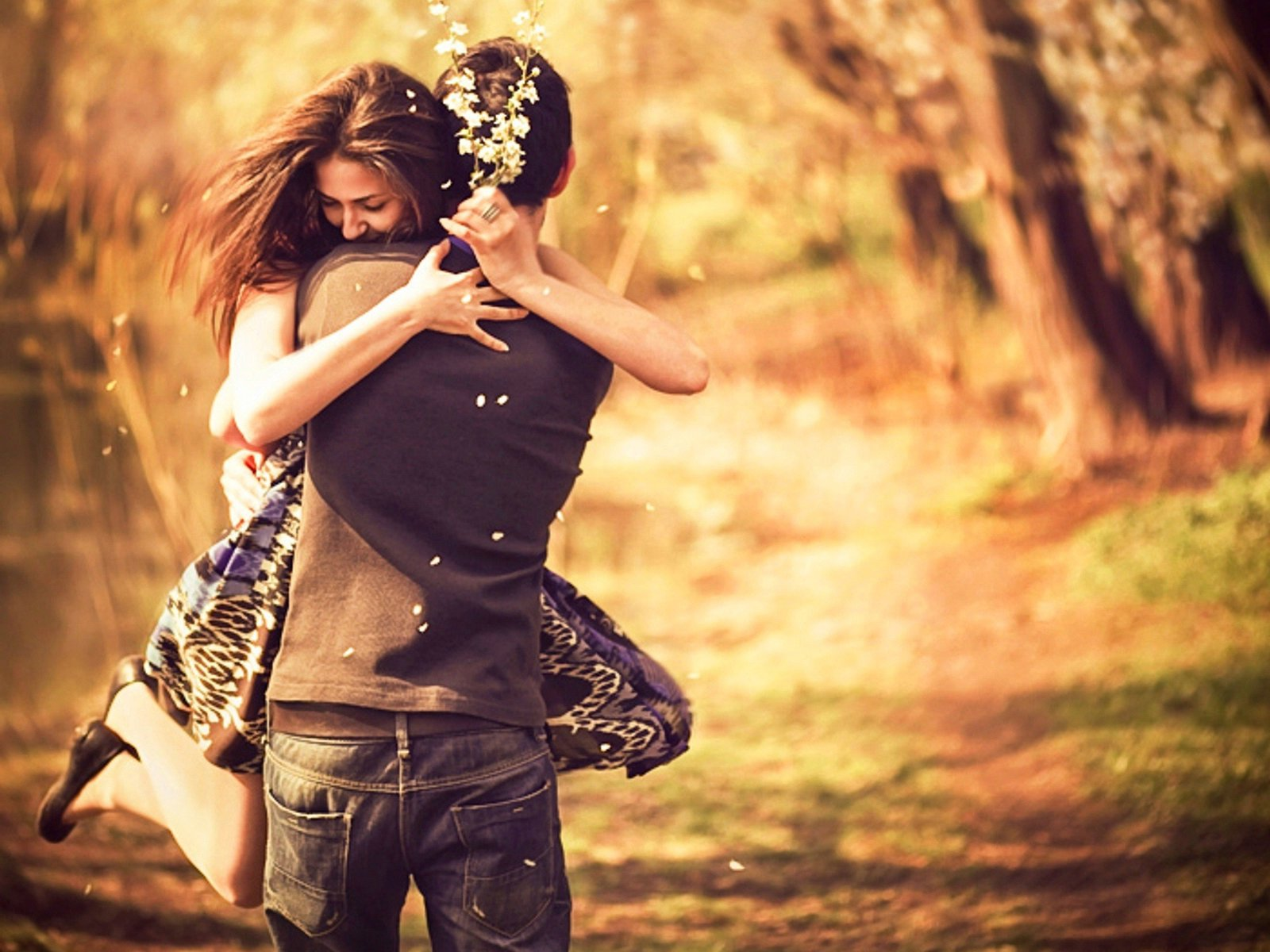 Holding Back in a Relationship Never Hold Back Never Keep