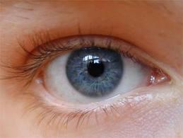 من عينيك يمكن اكتشاف أمراضاً تهدد جسمك!