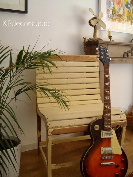 Tienda de muebles vintage online. Sillas, butacas y asientos de madera antiguos. bancos decorativos