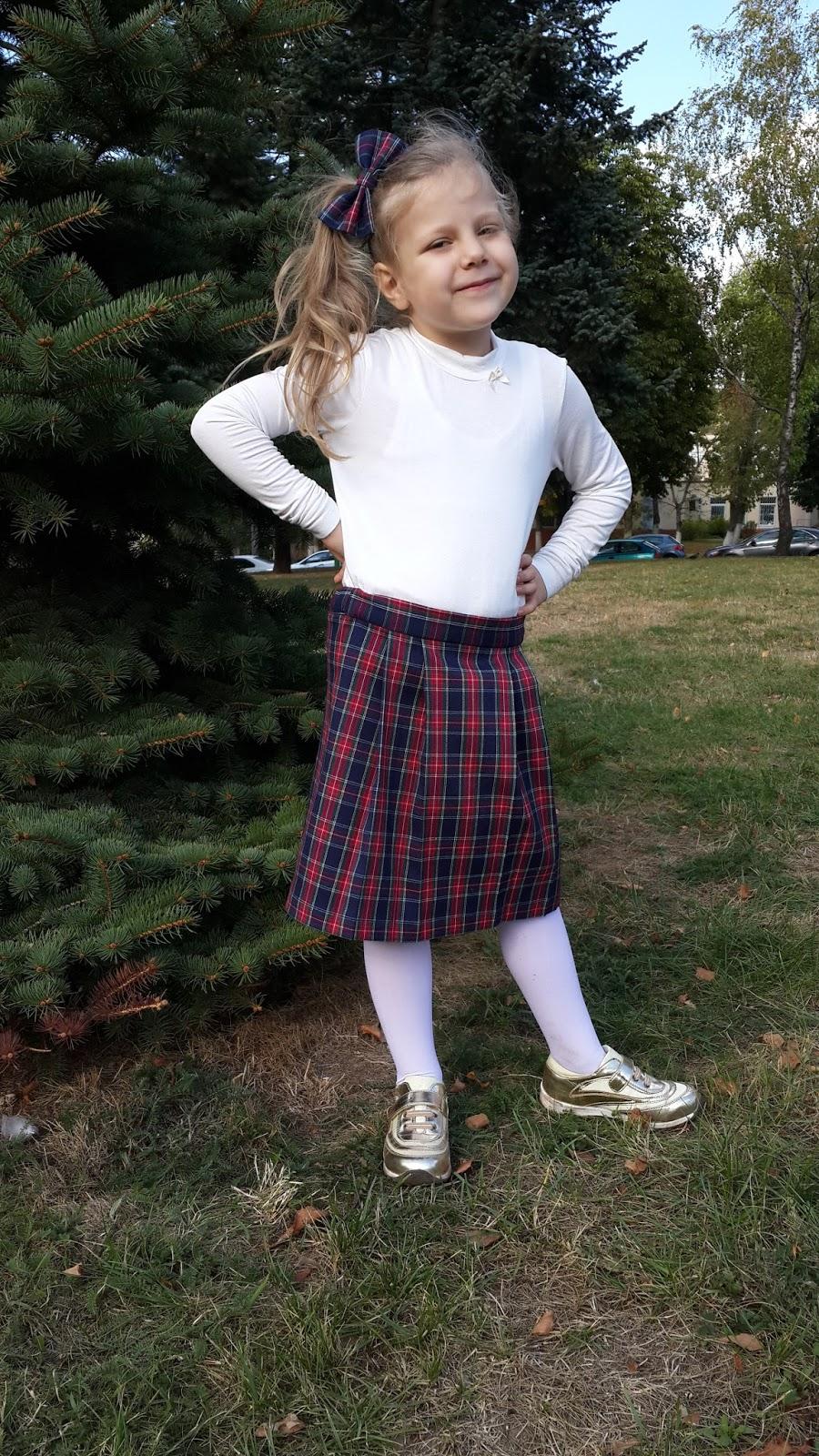 снял у школьницы под юбкой