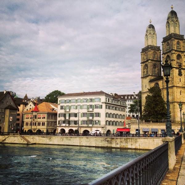 Zürich Limmat See Schweiz Grossmünster Münsterbrücke