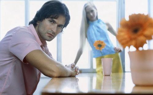 Phải làm sao khi con gái tỏ thái độ lạnh nhạt, im lặng trong lúc tán tỉnh?