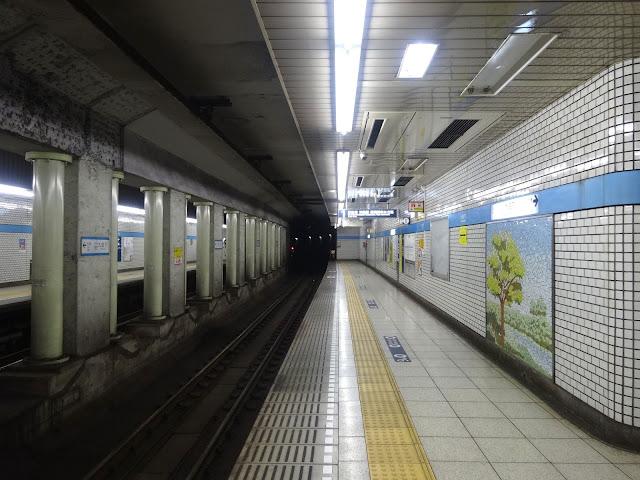 九段下駅ホーム,地下鉄東西線,東京メトロ〈著作権フリー無料画像〉Free Stock Photos