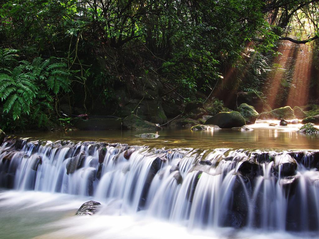 http://4.bp.blogspot.com/-jYur9q9OPHs/Tts1tKiz6tI/AAAAAAAAX-U/ux4MbSdLofY/s1600/Waterfall+Wallpapers+%252820%2529.jpg