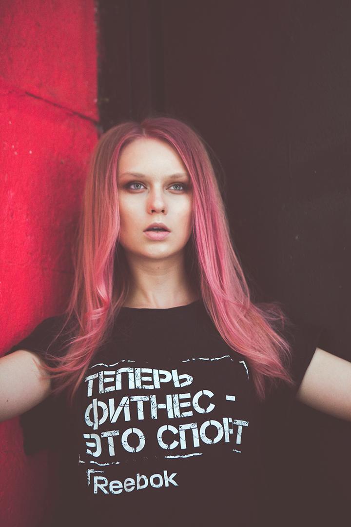 обновлять статус в контакте уже не модно, зато есть футболки с надписями)