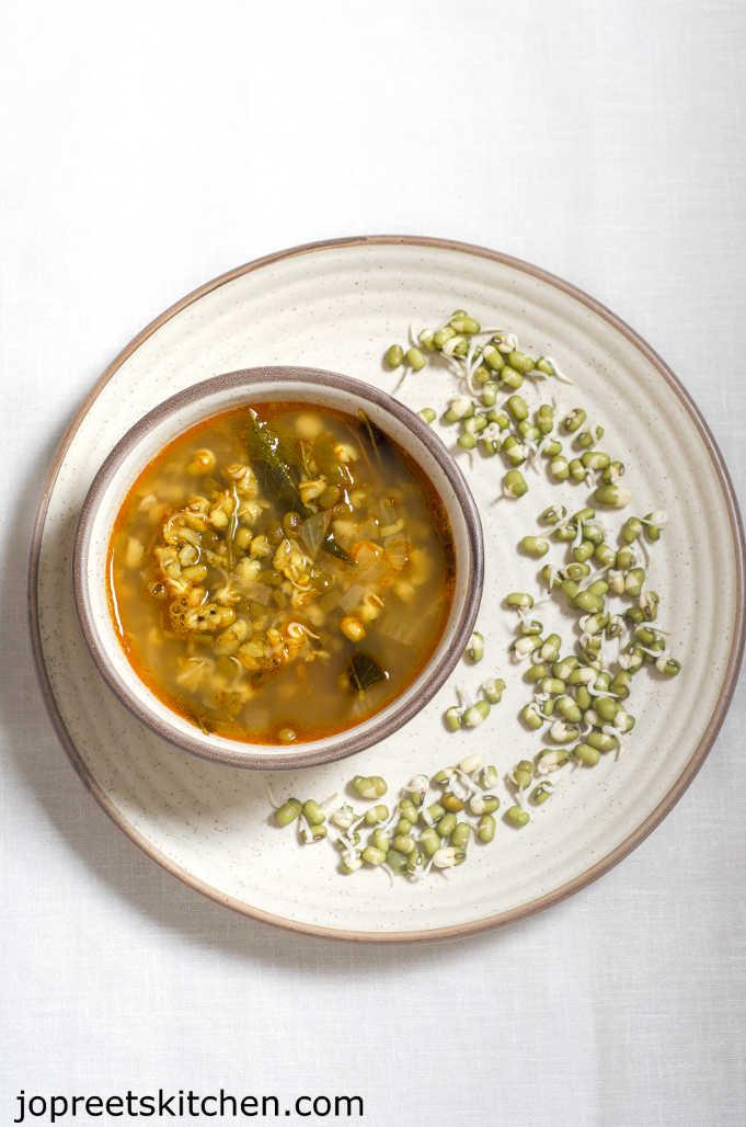 Mulaikattiya Payatham Paruppu Sambar / Sprouted Moong Dal Sambar