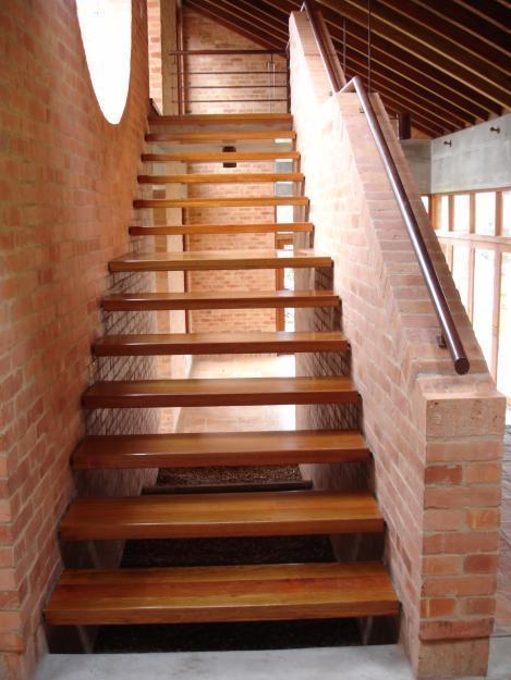 Dise o y decoracion de interiores guinet vilela rodriguez - Escaleras de madera rusticas ...