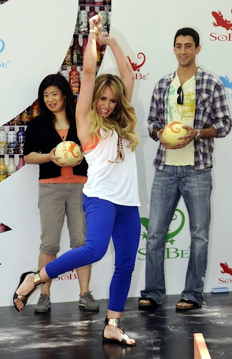 hilary duff tried bowling for sobe campaign (13 ) unseen pics