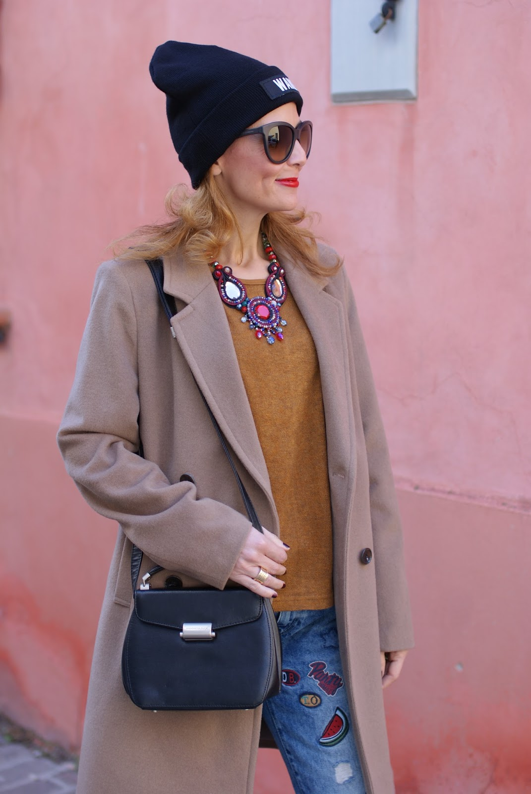 How to wear a camel boyfriend coat, my Kiabi coat, Mismash blouse, Club Les Artists Wang beanie on Fashion and Cookies fashion blog, fashion blogger style