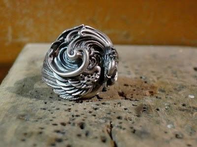 日本雕刻師杉山孝博的銀器品牌Dual Flow 的新作, 輪迴戒