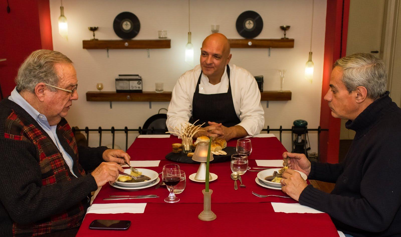 El prestigioso periodista gastronómico Alejandro Maglione, cenando en mi restó.