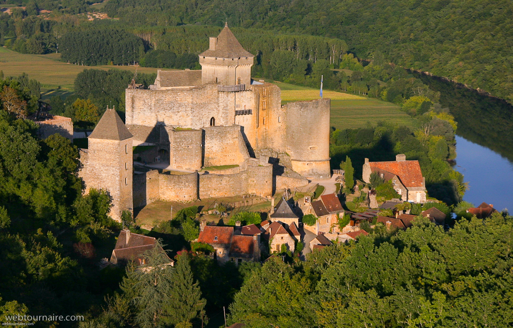 french castles You're planning a 'tour de france' and want to know which medieval castles are worth a visit our team has selected for you our top 10 most beautiful medieval castles of france, from alsace to aquitaine and from provence to burgundy.