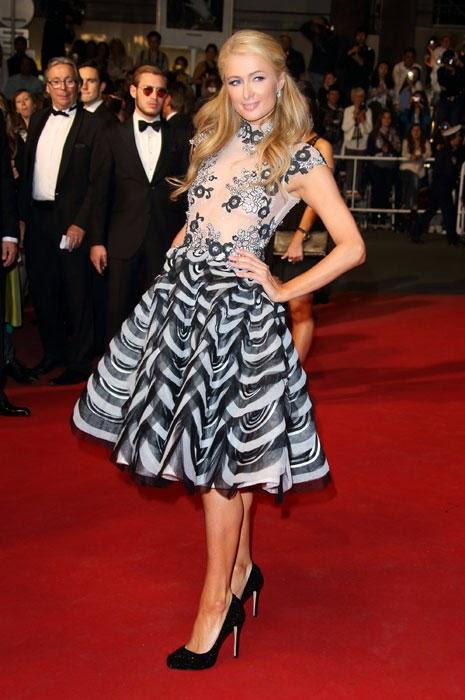 Gaun Transparan Paris Hilton