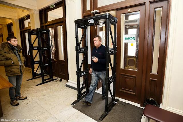 Рамки металлодетектора появятся в дверях большинства социально-культурных учреждений Сергиева Посада.