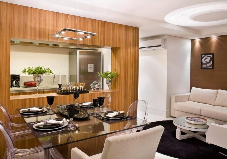 decoracao de apartamentos pequenos sala de jantar : decoracao de apartamentos pequenos sala de jantar:mesa com tampo de vidro assim como cadeiras de acrílico
