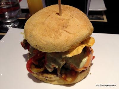 Está Chovendo Hambúrguer - Two San