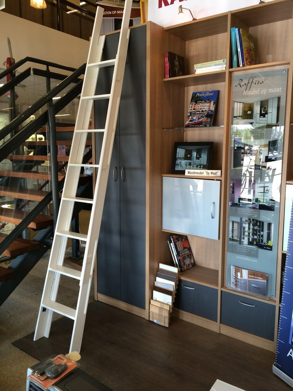 Deze trap is voor een boekenkast gemaakt (niet de kast op de foto, is ...