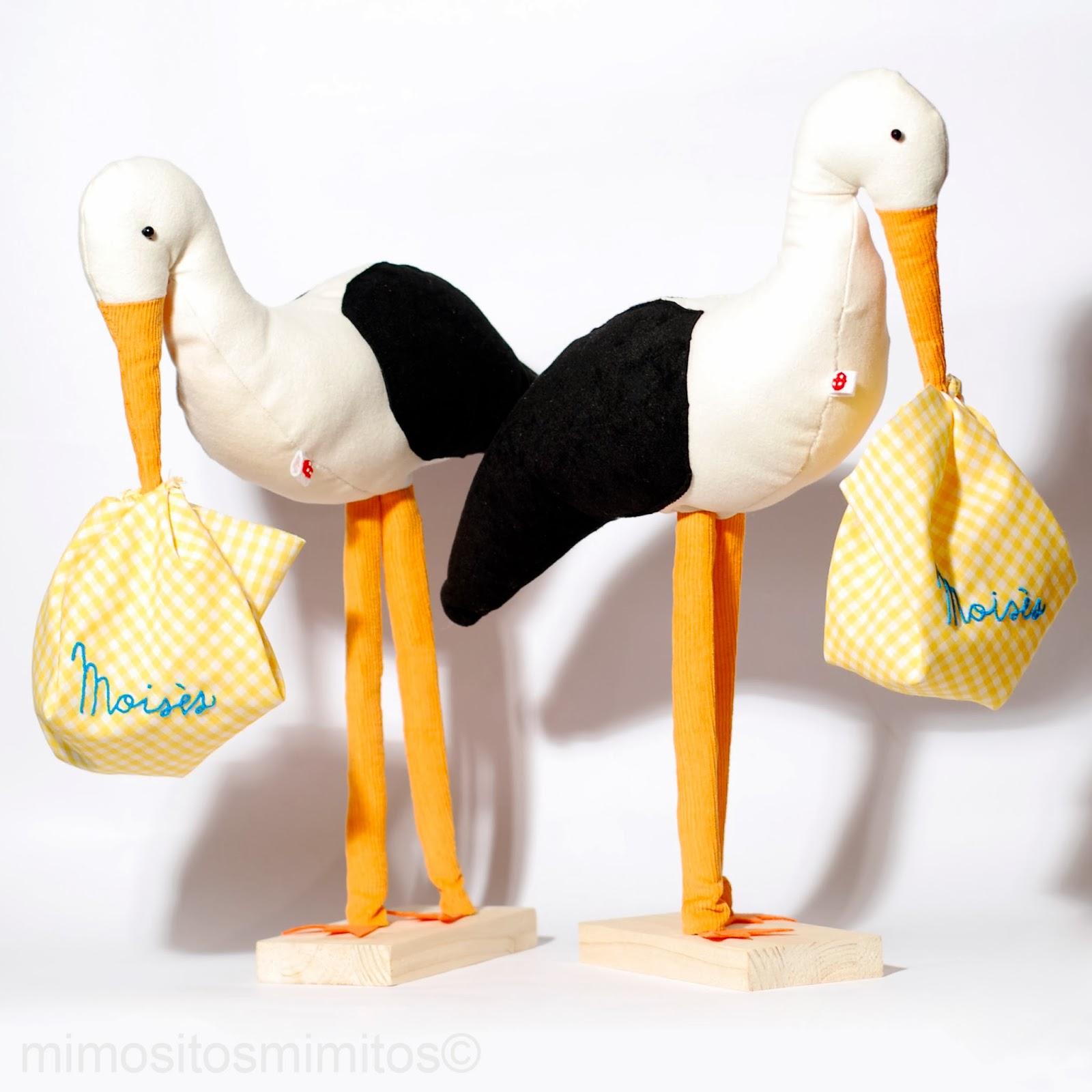 preparando la llegada del bebe regalo personalizado baby cigüeñas stork cigonyes decoración decoration bordado embroidery customized muñeco stuffed