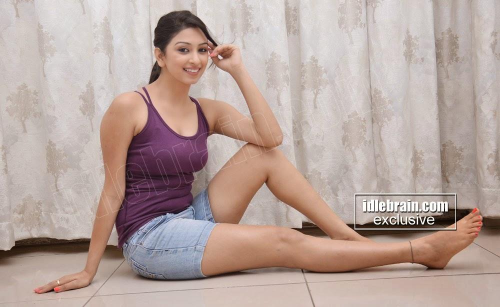 Eshanya Sexy Photos Showing Hot Navel And Thighs