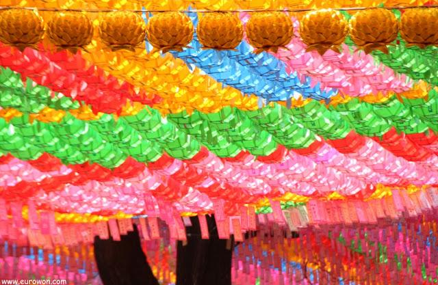 Farolillos de todos los colores en Jogyesa