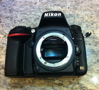 Fotografia della Nikon D600 di fronte