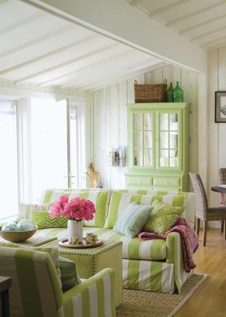 http://4.bp.blogspot.com/-ja6KYqhXFvw/T_2n6metJrI/AAAAAAAAAUc/xB5IdPcWLfM/s640/Green+Striped+Couch.jpg