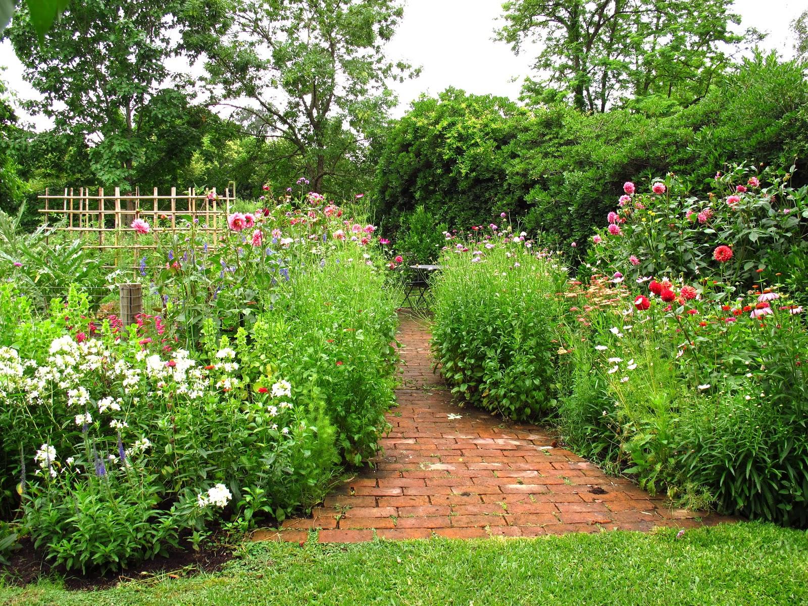 En el jardin el jard n en noviembre for Canteros de jardin