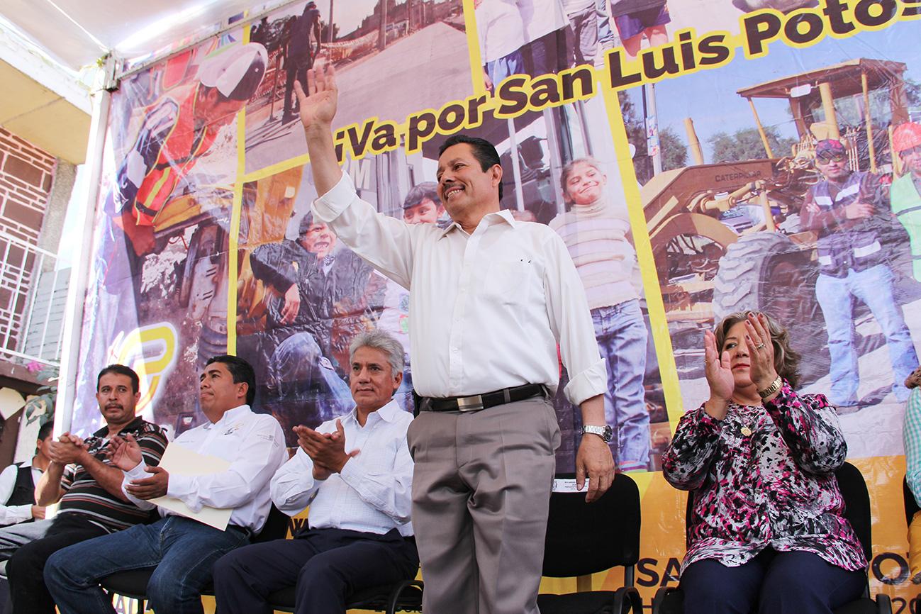 LLEVA RICARDO GALLARDO PAVIMENTACIÓN DE CALLES EN LA TERCERA CHICA