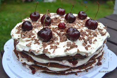 Schwarzwaldin kakku eli kirsikka-suklaakakku