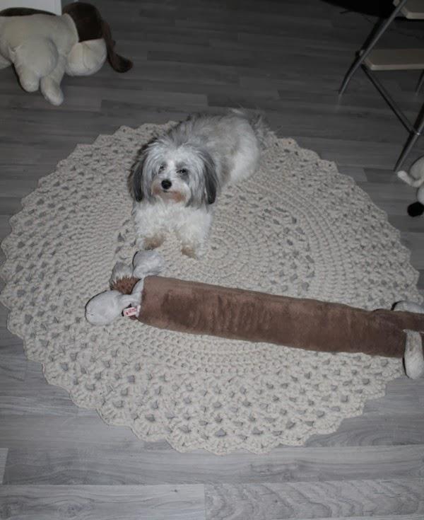 virkattu pyöreä matto asteri