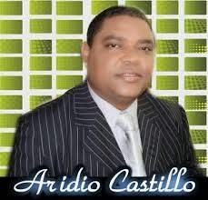 """No tiene pelos en la lengua!. El cronista de espectáculo Aridio Castillo sorto que son""""vulgares y chantajistas"""" a presentadoras de Extremo a Extremo"""