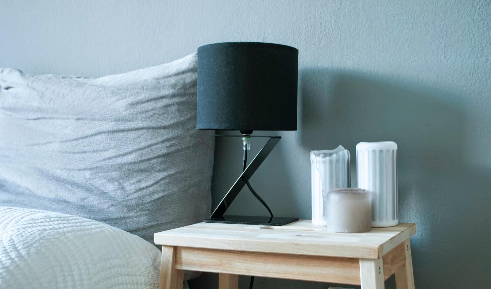 Bekväm als Nachttisch Interior Inspiration Einrichtung Dekoration Deko IKEA Ikea Möbelschwede Schlafzimmer Mehr als nur ein Leben Kerzen graue Wand