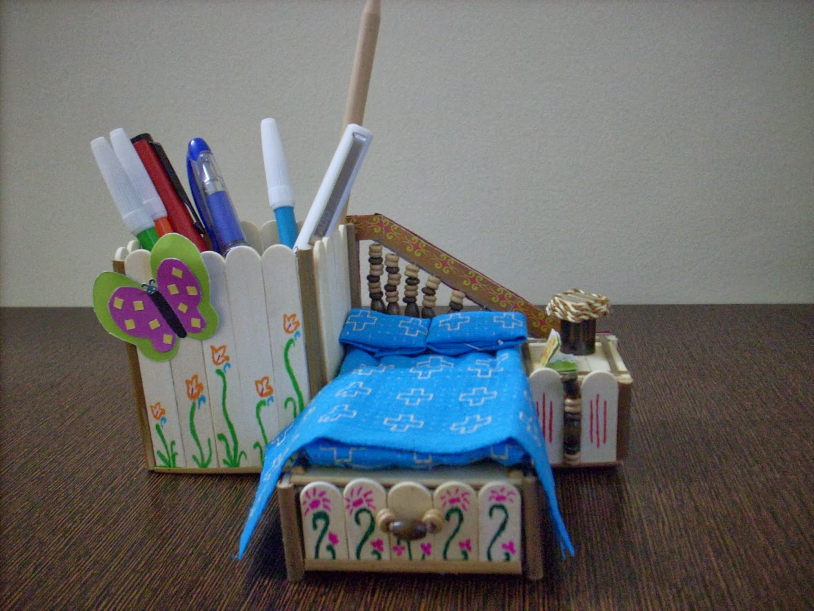 My Daughter Loves Butterflies So We Decorated The Pen Stand Box With Same It Was Fun Creating This