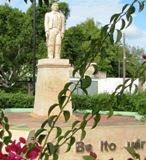 """NI NI al Monumento a """"Benito Juárez García Ciudad Calkiní.14nov12."""
