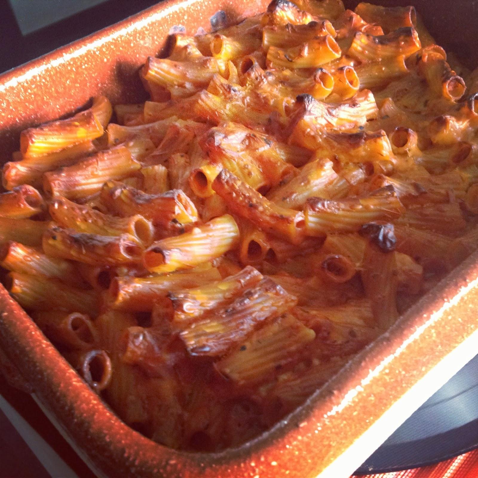 Un pipistrello in cucina pasta al forno con bionatural - Forno di terracotta ...